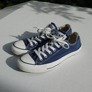 Classic Navy/white converse lows